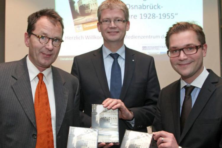 Premiere der DVD mit Bernd Nebeling (von links), Christoph Niemöller und David Rönker (beide Medienhaus Neue OZ). Foto: Elvira Parton